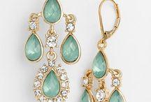 Jewelry! / Korvastimia ja kaulakorustimia