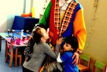 Urodziny w Punkcie Przedszkolnym START / Niedawno nasz klaun gościł na przyjęciu urodzinowym dzieci z przedszkola o profilu artystycznym START.   Rozśmiane maluchy, przemiłe Panie przedszkolanki oraz wspaniała atmosfera, towarzyszyły nam w tym szczególnym dniu. Solenizantom życzymy jeszcze raz wszystkiego najlepszego a kadrze dziękujemy za udostępnienie zdjęć.