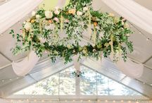 Hanging Wedding Flowers / I love statement pieces, as they are great for creating wow factor... especially if you have a blank canvas like a marquee. #hangingflorals #weddinginspiration #weddingflowers