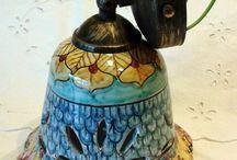Punto luce / Applique campanella in maiolica con kit in metallo brunito.