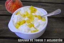 Espuma de yogur y melocotón / Espuma de yogur y melocotón fácil receta , paso a paso (con y sin sifón)  http://www.golosolandia.com/2014/08/espuma-de-yogur-y-melocoton.html