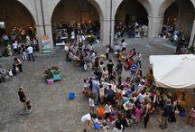 Week Hand I edizione / La prima edizione si è svolta a Foligno il 19 e 20 settembre 2015 ed è stata concepita come una mostra mercato arricchita da laboratori creativi e occasioni di intrattenimento.  In questa bacheca troverete i crafter presenti e le persone che ci sono passate a trovare.
