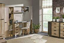 Kolekce Raven / Říkáte, že lesklý povrch, neonové osvětlení a nerez podle vás nepatří do útulného domova? Nedáte dopustit na přírodní barvy a vůni dřeva? Nejspíš se vám také líbí skandinávský styl bydlení plný dřeva, vlny, jemných barev a harmonie. I my fandíme útulnému domovu, proto jsme do naší nabídky zařadili novou kolekci nábytku Raven, která nabízí nábytek s dezénem masivu dubu. Nádhera, co říkáte? Více info na http://goo.gl/NWffFc