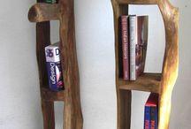 Regal aus Holzstamm