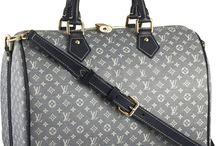 Handbags / by Karen Pizarro