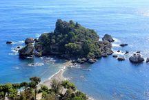 """Isola Bella / La """"perla del Mediterraneo"""" o """"Isola Bedda"""" cosi chiamata in dialetto Siciliano si trova su una delle più incantevoli e antiche spiagge del Mediterraneo."""