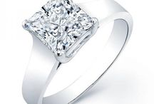 Princess Solitaire Engagement Ring / Our precious solitaire princess diamond ring will give you that feeling of euphoria and an intriguing appeal. These masterfully crafted engagement ring bring an exceptional aura that makes you stand out from the crowd.