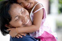 Vanhemmuus /  Eikö olisikin hienoa jos jokainen lapsi saisi kokea lapsuudessaan hellyyttä, rohkaisevia sanoja, arvostusta sekä hassuttelua äidin ja isän kanssa? Me SOS-Lapsikylässä toimimme tämän unelman toteuttamiseksi. Haluaisimme, että jokainen maailman lapsi saisi kasvaa rakastettuna ja turvassa. Työskentelemme 134 maassa, jotta lapset saisivat kasvaa perheessä. Auta meitä tekemään unelmastamme totta. www.sos-lapsikyla.fi