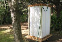 Venkovní sprcha a přístěnek / Jak vyřešit prostor okolo venkovní solární sprchy