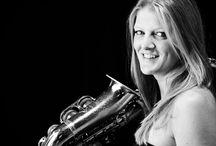 Bianca Lopez Sax / Bianca Lopez è una cantante e sassofonista, che vanta importanti collaborazioni artistiche con grandi nomi della musica italiana e internazionale. Con il suo sax e la sua voce  interpreta un repertorio molto vasto che spazia dal Jazz, al Pop, alla dance e all'house music