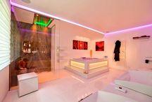 Badarchitektur Badkonzepte Baddesign / Eine harmonische Badarchitektur verwandelt Ihr Bad in einen Ort der Ruhe & Entspannung
