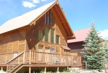 Beaver Lodge on the River / Our 2 Bedroom Lodge is in a great location. Sets on the river with scenic views from the front deck. Not far from Brandenburg park where many of the music and art festivals are located. Restaurants and shops are an easy stroll from the cabins location.