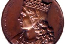 Childebert II (570 +596) R. frans d'Austrasie (576), de Burgondie (592, de Paris (592) / *ROI DES FRANCS D'AUSTRASIE (575-596) préd: Sigebert 1°, succ: Thibert II. *ROI DES FRANCS DE BURGONGIE (592-596) prédecesseur: Gontran; suc: Thierry II. *ROI DES FRANCS DE PARIS (592-596) Préd: Gontran, succ: Clotaire II. - Mérovingien né le 6 avril 570, mort mars 596. Parents: SIGEBERT 1°, BRUNEHAUT. Conjoint: FAILEUDE. Enfants: THIBERT II, THIERRY II, THIDILANE.