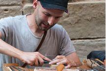 Agart Joiers Artesans / www.agartjoiers.cat - Imma Montmany i Jaume González - Agart joiers artesans dissenyen i processen les seves joies, els agrada emprar les tècniques clàssiques de la joieria, principalment la forja, la filigrana, el repujat, el calat,el gravat al aigua forta, encastats etc.