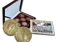 Historické mince z 2. světové války / Unikátní sada z nabídky Národní Pokladnice je sestavená z celkem 8 autentických exemplářů z 8 různých zemí světa, které participovaly na válečném konfliktu, a to jak na straně vítězů, tak i na straně poražených. Každá z nich také symbolicky odráží jeden z významných válečných momentů.