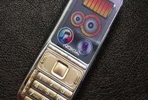 Nokia K800 pin 55.000 mAh cực khủng / Nokia K800 pin 55.000 mAh cực khủng có khả năng sạc được cho máy khác. Mua Nokia K800 bạn sẽ mua 1 mà được 2 bởi đã có thêm 1 cục sạc dự phòng cho những chiếc Smartphone