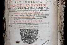 Jansen, Cornelis, 1585-1638. Cornelii Iansenii ...[DTR-4] / L'Augustinus es l'obra cabdal de teòleg Corneli Jansen i base ideològica del jansenisme. Està dividida en tres parts: la primera tracta el pelagianisme; la segona, el pecat original; i la tercera, la gràcia divina. Parteix de la premissa del fet que Sant Agustí havia estat escollit per Déu per revelar la doctrina sobre la gràcia. I en conseqüència qualsevol afirmació posterior de l'Església catòlica havia de ser revisada si contradeia les posicions de Sant Agustí.