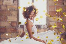 Boda industrial / Sesión de inspiración de una boda industrial con aires navideños, confeti y mucho amor