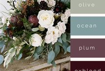 Moody Plum Burgundy Wine Wedding Ideas / Gorgeous gold, rich plum, burgundy and wine, with dark wood overtones, touches of peach and pink with lush foliage combine for sumptuous moody wedding ideas.