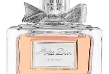 Mis perfumes preferidos / Hay perfumes que he usado y han marcado épocas hermosas de mi vida, pero hay otros que no quiero ni olerlos...