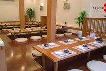 Không gian Tokyo Deli / Bạn có biết vì sao hệ thống nhà hàng TOKYO Deli luôn được bày trí theo phong cách hiện đại, rộng rãi và tươi sáng không? Bởi một không gian thoáng đãng, ngập tràn ánh sáng sẽ khiến mọi người cảm thấy dễ chịu khi ngồi vào bàn ăn hơn, đồng thời tác động tích cực đến khẩu vị và tinh thần của người dùng bữa.  Vừa ngon miệng lại hài lòng thoải mái là những điều mà TOKYO Deli luôn muốn phục vụ cho mọi người khi tới nhà hàng.