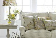 Decorar con cojines / ¿Dudas a la hora de elegir, combinar y colocar los cojines de tu sofá o tu cama? Descubre en El Blog de Pepa Chic todos los secretos para un resultado perfecto y con mucho estilo.