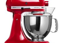 KitchenAid Mixer / KitchenAid Artisan 4.8 L Tilt-head Stand Mixer 5KSM150PS - 156 • Smooth, rounded tilt-head design. Elegant, easy cleaning and usage. • Full metal construction. Robust, stable and durable. • 4.8 L Stainless steel bowl. • Direct drive. Reliable and long lasting. • Single attachment hub. Easy usage with a wide choice of optional accessories. • Original planetary action. Fast and thorough mixing.