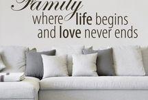 Familie | Family / Zuhause ist, wo die Familie ist... dieser und viele weitere schöne Sprüche findet Ihr in unserem Memo Board zur Familie. Lasst Euch für euer Zuhause inspirieren und erlebt die schönsten Momente gemeinsam bei Euch daheim. #Wandideen #Wandgestaltung #Falilie #Familiy #life #zuhause #daheim #liebe #Familienbande #gemeinsam