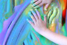 Arts and Crafts for Kids / Copiii adoră să se implice în activități de lucru manual. Participarea la aceste activități le va crește stima de sine și în plus se vor distra! Toate programele Helen Doron English cuprind activități de lucru manual, desen și implică o doză mare de creativitate și distracție!