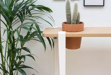TIPTOE X BERGAMOTTE / Pour cette fin d'année, TIPTOE s'est associé à l'atelier végétal Bergamotte. L'idée de cette collab ?  Créer des pièces uniques en intégrant de jolies plantes au mobilier TIPTOE !  Ensemble, on a imaginé trois créations inédites : une console, une étagère et un banc conçus pour accueillir les plantes Bergamotte.  Cette collab promet de ravir les adeptes de green déco !