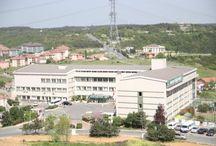 """Doğa Okulları Sarıyer Kampüsü / Doğa Okulları; Sarıyer'de 1999 yılında kurulan Özel Acarlar Koleji'ni 2005 - 2006 yılı itibariyle bünyesine katarak """"Doğa Konseptli Eğitim Modeli""""ni Avrupa yakasına taşıdı. İstanbul'un en aktif ve çok yönlü okullarından biri olan Sarıyer Doğa, öğrencilerine ayrıcalıklı eğitimin farkını yaşatıyor. Sanat, müzik atölyelerinden modern spor salonlarına özel kulüp odalarına zengin bir alt yapıya sahip Sarıyer Doğa'da öğrenciler, yaşayarak öğrenmenin tadını çıkarıyorlar."""