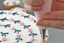 decorating cake