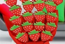 pastalar ve kurabiyeler.. / by Merve Gökçe