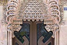 DOORS/ENTRANCES/GATES