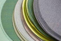 SUNBRELLA /  Sunbrella se fonde sur le principe que les tissus doivent être beaux et fonctionnels. Sunbrella a commencé dans les années 1960 avec l'objectif de créer une toile de store affichant une durée de service considérablement plus grande que le coton. Sunbrella a été largement adoptée pour ses structures de stores, toiles marines et tissus d'ameublement pour des applications en intérieur et extérieur.