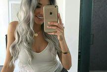 Grijs / wit haar / Kapsel en inspiratie in de kleuren grijs / wit.
