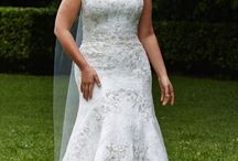 Plus Size Wedding Dresses / When it comes to plus-size wedding dresses, just a few things matter the most: silhouette, structure, and fit. Our hand selection of beautiful gowns covers each of these important elements with the curvy bride in mind.