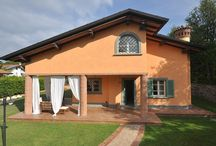 Amazing Holiday Villa in Forte dei Marmi / http://www.immobiliareballoni.it/affitti/splendida-villa-in-affitto-a-forte-dei-marmi/ Beautiful Holiday Villa in Forte dei Marmi tastefully furnished.  Brand new, with a large jacuzzi hot tub in the garden.  320 square meters. On 3 floors: Furnished Porch, private parking for 4 cars , electric gate, dressing room, terrace, hall, large kitchen, Fitness center, sauna , 5 double bedrooms, 4 bathrooms. Alarm , safe, air conditioning , wifi . Available in July and August 2015.