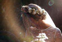 Coiffures de Mariage - Wedding Hair Styles /  Voici quelques inspirations pour les futures mariées qui cherchent la coiffure idéale pour leur Big Day ! Mariage - Wedding Day , Inspirations :Couronne de fleurs mariage , Flowers crown , Accessoires , Mariage bohême , Wedding headpiece  , Headband