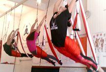 Yoga en el Aire /  El Stress te puede hacer subir de peso, prueba el Aeroyoga . Tambien puedes formarte como  profesor y abrir tu propio negocio. www.aeroyoga.es