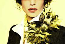 """Cruise by Chanel / El diseñador estrella de Chanel, el alemán Karl Lagerfeld, fue esta vez el nombre de la noche. El excéntrico diseñador de la larga cabellera blanca presentó en el célebre Paseo del Prado habanero su nueva colección de entretiempo """"Crucero"""" para la temporada 2016/2017, con un espectacular desfile al aire libre."""