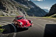 Conducción Porsche en el Paso Stelvio / El paso de montaña Stelvio, en los Alpes, construido a lo largo de precipicios vertiginosos y escarpadas pendientes, ofrece unas vistas inigualables y aventuras espectaculares.