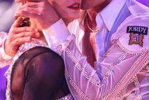 Yulia & Riccardo / Ők ketten a legnagyobb példaképeim. Imádom őket!  Egy kis ismertető: Yulia és Riccardo 4-szer nyerte meg a latin táncvilágbajnokságot. Nagyon tehetségesek. Ők maguk is vezetnek egy tánciskolát, táncoktatóként dolgoznak.