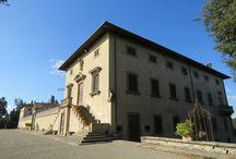 Luoghi da visitare / La storica Villa Caruso Bellosguardo, situata sulle colline di Lastra a Signa, offre un parco monumentale e la possibilità di visitare il Museo Enrico Caruso dove sono raccolti cimeli e oggetti del grande tenore che abitò in questo luogo magico.