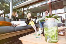 Teak Tuinsets / Op deze pagina vindt je de mooiste teak tuinsets. Van mooie loungesets tot diningsets wij hebben ze allemaal.