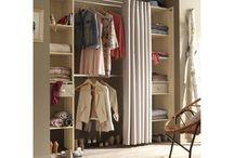 Dressing / Nos idées déco pour créer et aménager votre dressing. #rangement #miroir #éclairage #homedesign