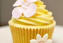 Cupcakes Flores / Selección de bonitos, elegantes, sabrosos cupcakes con motivos florales: rosas, margaritas, ramos ,pétalos...