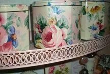 Vintage Tins / by Miss Pris