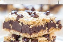 Fudgy Oatmeal Chocolate Chip Cookie Bars - Chewy bars with a thick layer of fudge in the middle! Whoa, hello chocolate overload!! Your mom deserves these on #MothersDay!