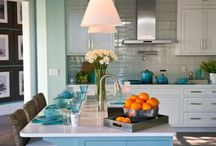 Striking kitchen fronts in various materials